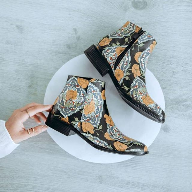 DOGO Chelsea Boots - Tiles and Flowers