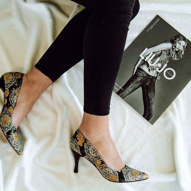 DOGO Stiletto - Tiles and Flowers