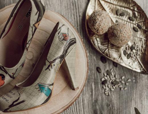 Beispielhafte DOGO-Schuhe mit Vogelmotiv