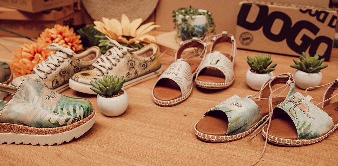 mehrere Paare bunter DOGO Schuhe mit den beliebtesten Sommerdesigns
